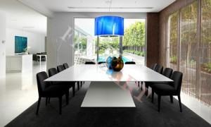 Переговорный стол из искусственного камня с широкой столешницей