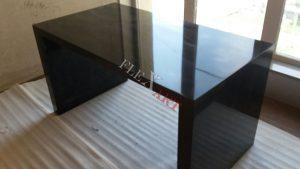 Глянцевый черный стол из искусственного камня