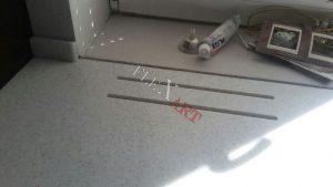 Прорези над радиатором отопления