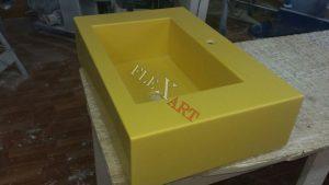 Желтая прямоугольная раковина из искусственного камня