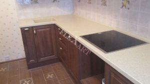 Угловая столешница для небольшой кухни