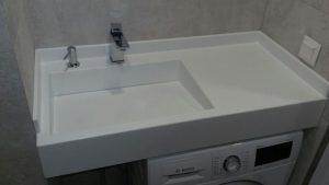 Столешница для ванной из искусственного камня под стиральную машинку
