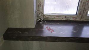 Продолжение подоконника под мрамор по стене