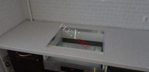 Вырез под варочную индукционную плиту выполнен с термоизоляцией