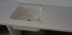 Для интегрированной мойки сделаны проточки для слива воды